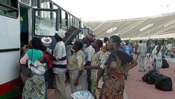 Imigrantes queixam-se de dificuldades burocráticas em Angola - 2:01