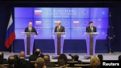 Rusya Devlet Başkanı Vladimir Putin, Avrupa Birliği Konseyi Başkanı Herman Van Rompuy ve Avrupa Birliği Komisyonu Başkanı Jose Manuel Barroso'yla Brüksel'de 30. kez düzenlenen zirvede bir araya geldi.
