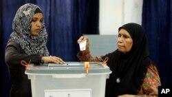 Cử tri đi bỏ phiếu để bầu tổng thống ở Male, Maldives, 7/9/2013