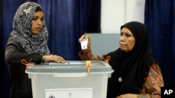A Maldivian woman casts her vote in Male, Maldives, Sept. 7, 2013.