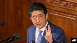 22일 일본 도쿄 의회에서 아베 신조 총리가 시정연설을 하고 있다.