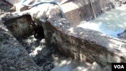 Bunker kuno yang ditemukan di Komplek Balaikota Solo (VOA/Yudha Satriawan)