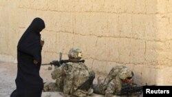 Sojoji da wata mace a lardi Kandahar