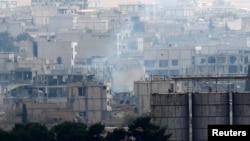 Khói bốc lên ở Kobani trong 1 trận giao tranh giữa Nhà nước Hồi giáo và lực lượng người Kurd, ở biên giới Thổ Nhĩ Kỳ-Syria, 24/11/2014.