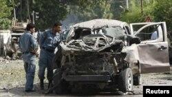 13일 아프가니스탄 잘라라바드 지방의 폭탄테러 현장.