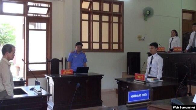 Mục sư Đinh Diêm tại phiên tòa ngày 12/7/2018 ở tỉnh Quảng Ngãi - Photo VTV