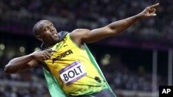 5일 100m 금메달 획득 후 승리의 세레모니를 하는 자메이카 우사인 볼트 선수.