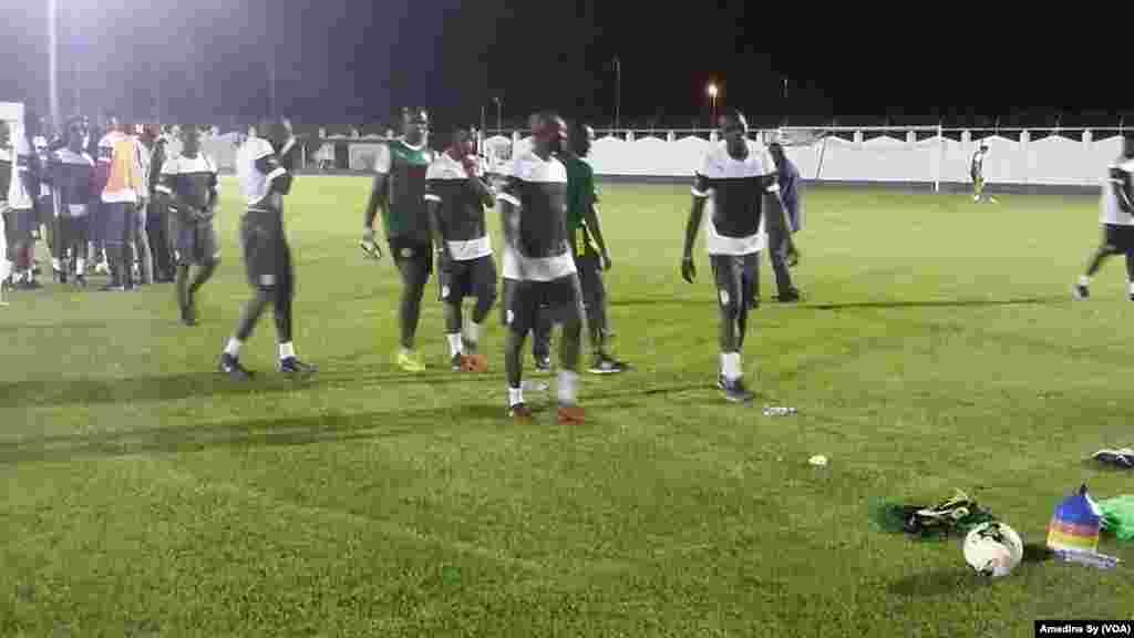 Les Sénégalais s'entraînent à Bongoville, le 12 janvier 2017 (VOA/Amedine Sy)