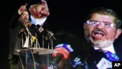 Ông Mohamed Morsi hứa sẽ thành lập 1 chính phủ gồm nhiều thành phần, bất chấp mối liên hệ của ông với phe Huynh đệ Hồi giáo nhiều thế lực