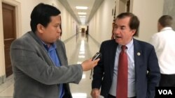 VOA reporter Sok Khemara interviews U.S Representative and Chairman of House Foreign Affairs Committee Ed Royce (R-CA) at Rayburn Congressional building in Washington, D.C, Tuesday, Oct 24, 2017.