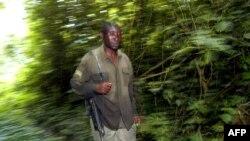 Une garde du parc national des Virunga en République Démocratique du Congo, le 24 avril 2004.