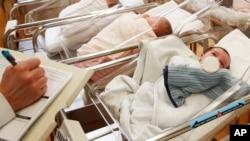 Foshnje të porsalindura në një maternitet të Nju Jorkut