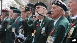 지난해 4월 한국에서 열린 한국전 기념행사에 참석한 캐나다 출신 한국전 참전용사들. (자료사진)