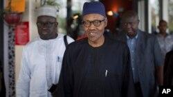 Muhammadu Buhari (depan) bersama para pendukungnya (foto: dok).