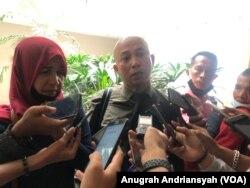 Kuasa hukum Nadimah, Ranto Sibarani, saat memberikan keterangan pers di DPRD Sumut, Kamis 6 Agustus 2020. (Foto: Anugrah Andriansyah/VOA)