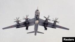 Російський військовий літак TU-142