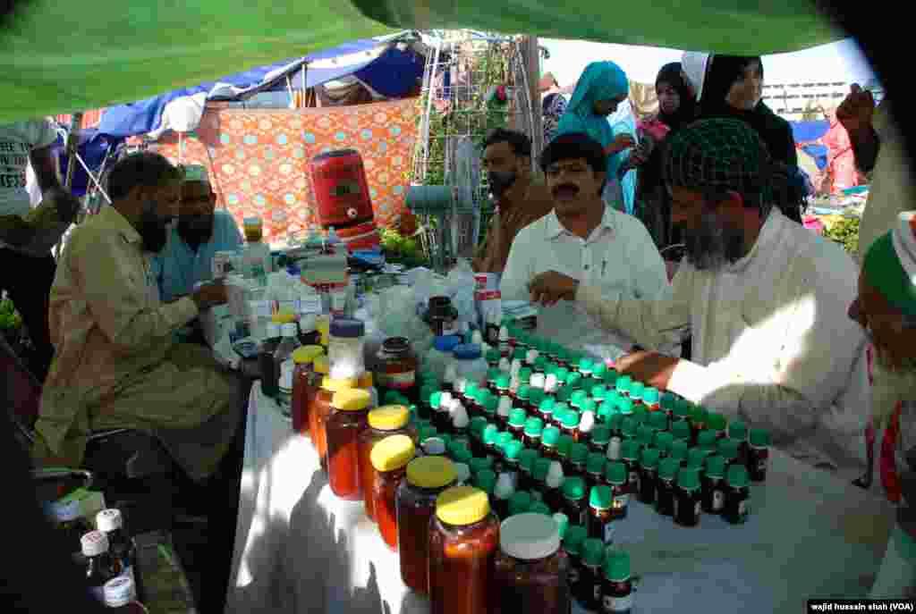 عوامی تحریک کے دھرنے کی جگہ پر میڈیکل کیمپ بھی قائم کیا گیا ہے۔