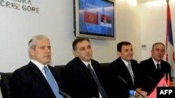 Predsednici Crne Gore i Srbije Filip Vujanović i Boris Tadić zajednički su u Podgorci ocenili da dve zemlje treba brže i bolje saobraćajno povezati, 19. novembar 2010.