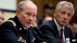 Načelnik Združenog generalštaba američke vojske Martin Dempsi (L) i sekretar za odbranu Čak Hejgel tokom pretresa na Kapitol hilu