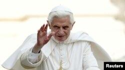 El sucesor de San Pedro, de 74 años, dio un discurso durante el viacrucis pero no cargó la cruz.