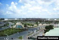 sân bay Tân Sơn Nhất đã từng được mở rộng nhưng không theo kịp lượng khách tăng cao