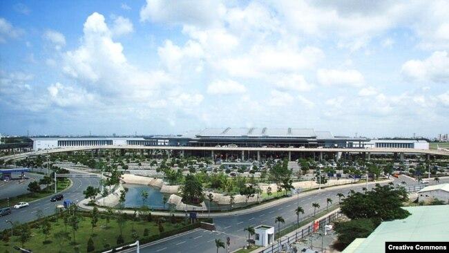 Sân bay Tân Sơn Nhất - Tp. HCM.