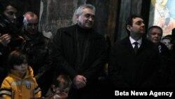 Episkop raško-prizrenski Teodosije je danas u manastiru Gračanica sluzio Božićnu liturgiju, kojoj su pored pravoslavnih vernika prisustvovali i direktor Kancelarije za Kosovo i Metohiju Aleksandar Vulin, generalni sekretar Vlade Srbije Veljko Odalović