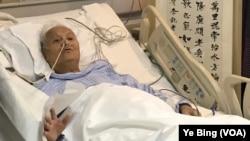 2018年4月13日,中共黨史專家李銳在醫院病房慶祝101歲生日。(美國之音葉兵拍攝)