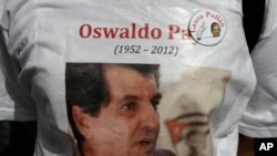"""El grupo opositor cubano """"Las damas de blanco"""", marcharon ayer domingo por las calles de La Habana, en memoria del líder opositor Oswaldo Payá, quien murió hace una semana en un accidente de tránsito."""