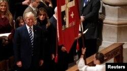 Donald Trump estuvo este sábado en la Catedral Nacional de Washington junto a su esposa Melanie en el ritual de transición para el nuevo presidente.