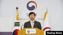 한국 외교부 조준혁 외교부 대변인이 1일 유엔 안보리의 대북제재 이행과 관련해 브리핑하고 있다.