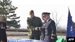 NATO-ja i kalon Policisë së Kosovës sigurimin e monumentit në Gazimestan