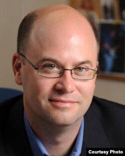 圣母大学法学院教授理查德•加内特(Richard W. Garnett)