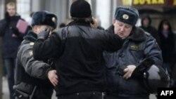 Пикетчики, протестовавшие против закона «О полиции», задержаны милицией у Госдумы