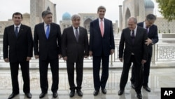 Ministers take their positions for a group photo, with left to right, Turkmen Foreign Minister Rashid Meredov, Kyrgyz Foreign Minister Erlan Abdyldaev, Kazak Foreign Minister Yerlan Idrissov, US Secretary of State John Kerry, Uzbek Foreign Minister Abdula
