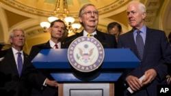 El líder de la mayoría del senado, Mitch McConnell, asegura que los recortes planteados en la propuesta del presupuesto republicano son necesarias para detener el endeudamiento de la nación.