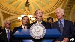 លោក Mitch McConnell ប្រធានក្រុមសំលេងភាគច្រើនរបស់ព្រឹទ្ធសភាថ្លែងទៅកាន់អ្នកសារព័ត៌មាននៅវិមាន Capitol Hill ក្នុងរដ្ឋធានីវ៉ាស៊ីនតោន កាលពីថ្ងៃអង្គារ ទី៥ ខែឧសភា ឆ្នាំ២០១៥។