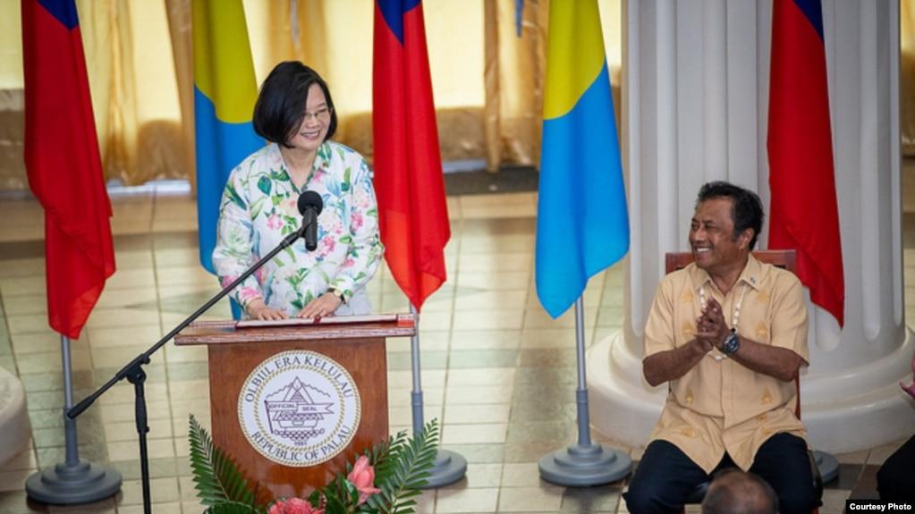 台湾总统蔡英文2019年3月22日在帕劳国会讲话,鼓掌者为帕劳总统雷门格绍(台湾总统府提供)
