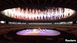 Феєрверки на церемонії відкриття Олімійських ігор у Токіо. Відео
