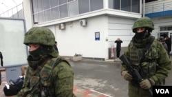 28일 우크라이나 크림반도 공항이 러시아계로 추정되는 무장세력에 의해 점거당한 상태다.