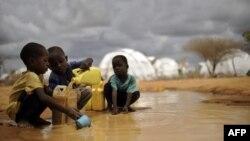 Trẻ em Somalia tại trại tị nạn Dadaab ở Kenya