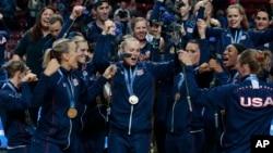 美國隊零的突破,在意大利舉行的世界女子排球錦標賽中,奪得歷史上首個世界賽錦標。