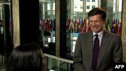 Davlat departamentida Robert Bleyk, Janubiy va Markaziy Osiyo masalalari bo'yicha bosh diplomat bilan suhbat, 13 iyun 2011