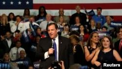 Gubernur New Jersey Chris Christie mengumumkan pencalonan dirinya sebagai kandidat calon presiden dari Partai Republik,di Livingston High School, Livingston, New Jersey (30/6).