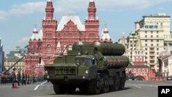 지난달 9일 러시아 모스크바에서 열린 2차대전 승전 71주년 열병식에, S-400 방공미사일 시스템이 등장했다. (자료사진)