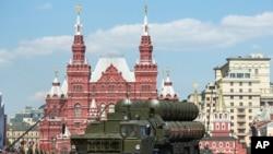 지난달 9일 러시아 모스크바에서 세계 2차대전 승전 71주년을 기념하는 행사가 열린 가운데, S-400 방공미사일 시스템이 등장했다. (자료사진)