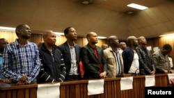 Huit policiers sud-africains condamnés pour le meurtre, le 11 novembre 2015. (REUTERS/Siphiwe Sibeko)