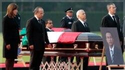 فیلیپه کالدرون رییس جمهوری مکزیک در مراسم خاکسپاری فرانسیسکو بلیک وزیر کشور مکزیک. ۱۲ نوامبر ۲۰۱۱