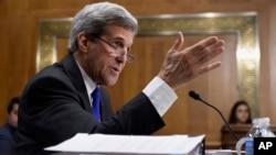 존 케리 미 국무장관이 23일 상원 청문회에서 증언하고 있다.