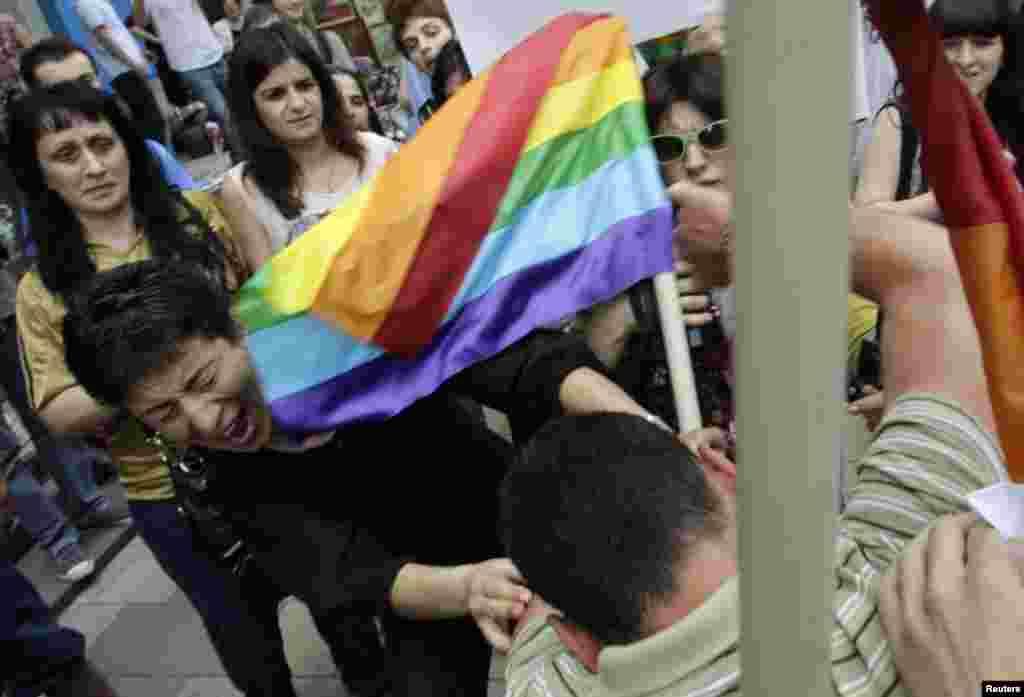 Столкновения во время гей-парада в Тбилиси
